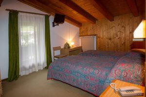 Hotel-Ristorante-Sport-Sappada-Dolomiti-sapori-unici-a-sappada-19-300x200