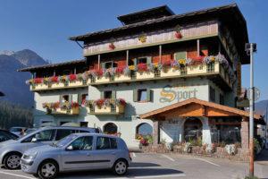 Hotel-Sport-Sappada-Dolomiti-Hotel-in-centro-a-Sappada-vicino-alle-piste-1-300x200