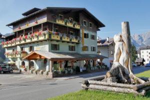 Hotel-Sport-Sappada-Dolomiti-Hotel-in-centro-a-Sappada-vicino-alle-piste-10-300x200