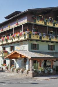 Hotel-Sport-Sappada-Dolomiti-Hotel-in-centro-a-Sappada-vicino-alle-piste-11-200x300