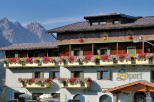 Hotel-Sport-Sappada-Dolomiti-Hotel-in-centro-a-Sappada-vicino-alle-piste-12-300x200