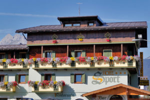 Hotel-Sport-Sappada-Dolomiti-Hotel-in-centro-a-Sappada-vicino-alle-piste-13-300x200