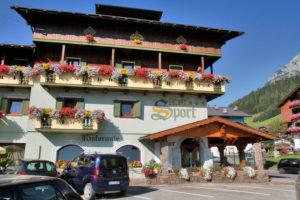 Hotel-Sport-Sappada-Dolomiti-Hotel-in-centro-a-Sappada-vicino-alle-piste-14-300x200