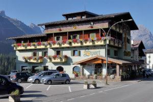 Hotel-Sport-Sappada-Dolomiti-Hotel-in-centro-a-Sappada-vicino-alle-piste-2-300x200