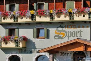 Hotel-Sport-Sappada-Dolomiti-Hotel-in-centro-a-Sappada-vicino-alle-piste-3-300x200
