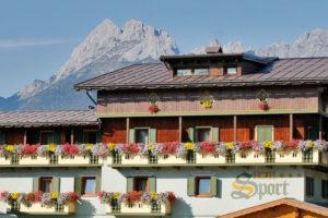Hotel-Sport-Sappada-Dolomiti-Hotel-in-centro-a-Sappada-vicino-alle-piste-4-300x200