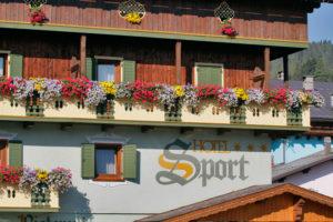 Hotel-Sport-Sappada-Dolomiti-Hotel-in-centro-a-Sappada-vicino-alle-piste-5-300x200