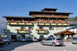 Hotel-Sport-Sappada-Dolomiti-Hotel-in-centro-a-Sappada-vicino-alle-piste-6-300x200